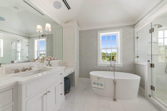 Arabian Master Bathroom by Ecclestone Homes