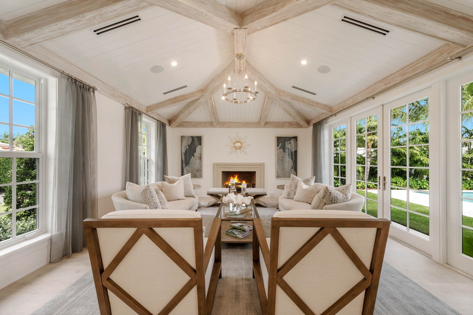 ecclestone-homes-palm-beach-interior-renovation-den-pg02-min
